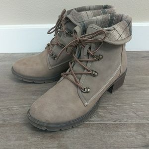 Shoes - Like new Booties